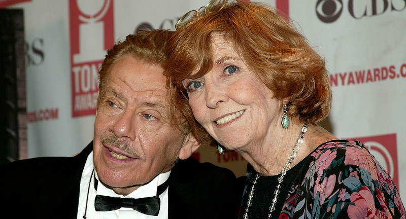 Jerry Stiller and Anne Meara are posing together on the red carpet.