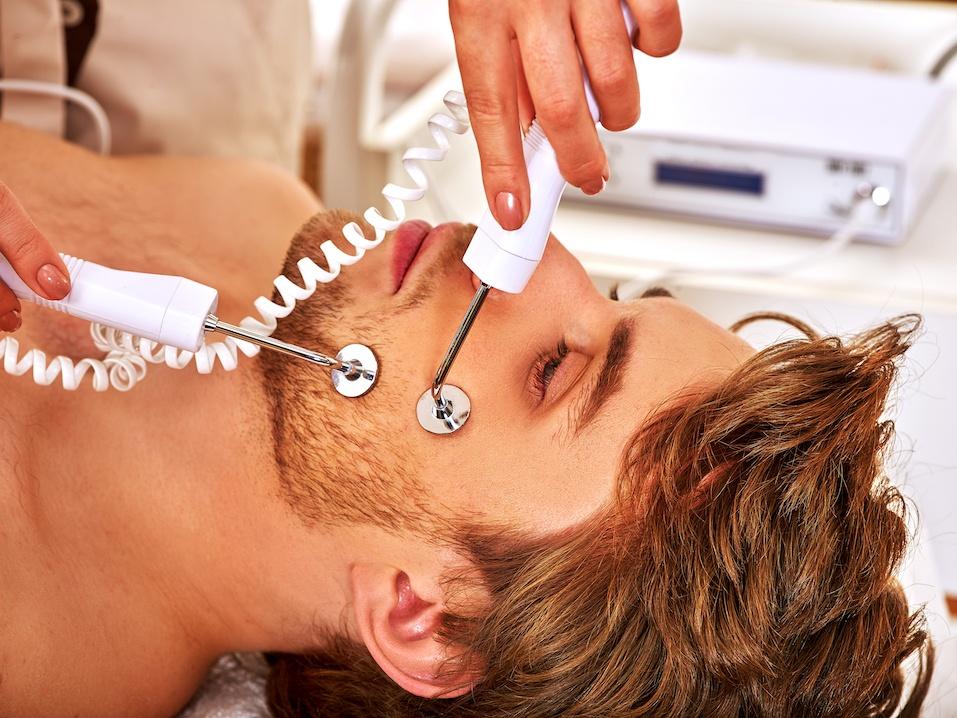 Man receiving electric facial peeling hydradermie massage