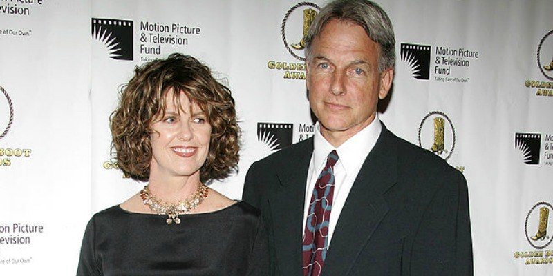 Mark Harmon and Pam Dawber pose together on the red carpet together.