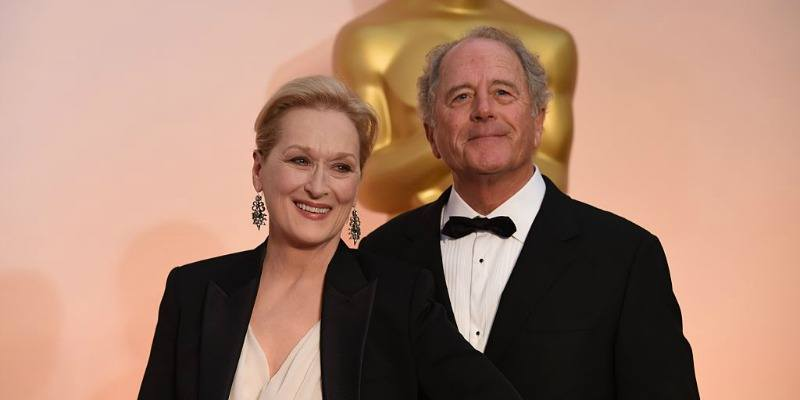 Meryl Streep and Don Gummer are posing together on the red carpet of the Oscars.