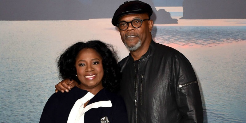 Samuel L. Jackson and LaTanya Richardson are posing together on the red carpet.