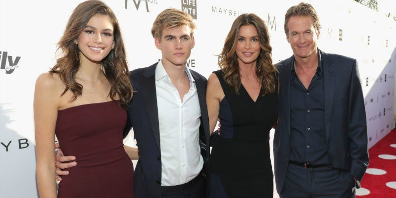 Kaia Gerber, Presley Gerber, Cindy Crawford and Rande Gerber pose together on the red carpet.