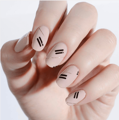 manicure with stripes