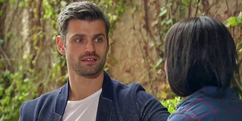 Peter makes a surprised face while talking to Rachel on The Bachelorette