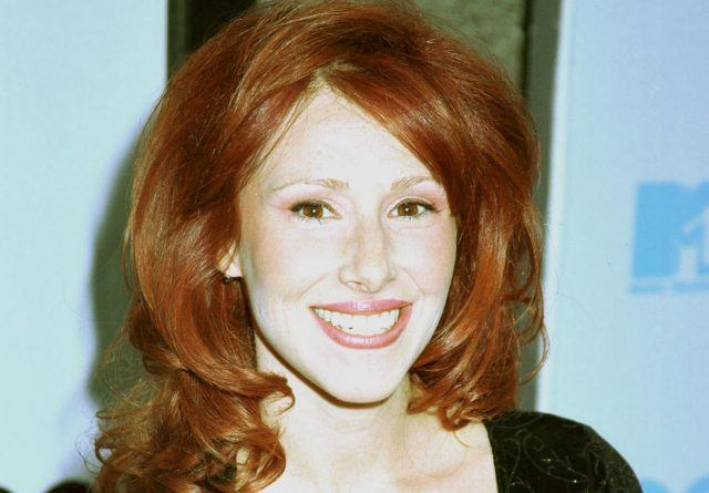 Tiffany smiles on the red carpet at the 2000 MTV Movie Awards.