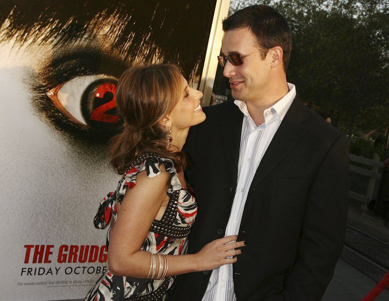 "Actors Sarah Michelle Gellar (L) and husband Freddie Prinze, Jr. arrive at the premiere of Columbia Pictures' ""The Grudge 2"""