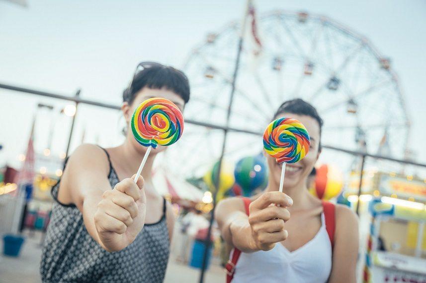 Young women eating lollipops