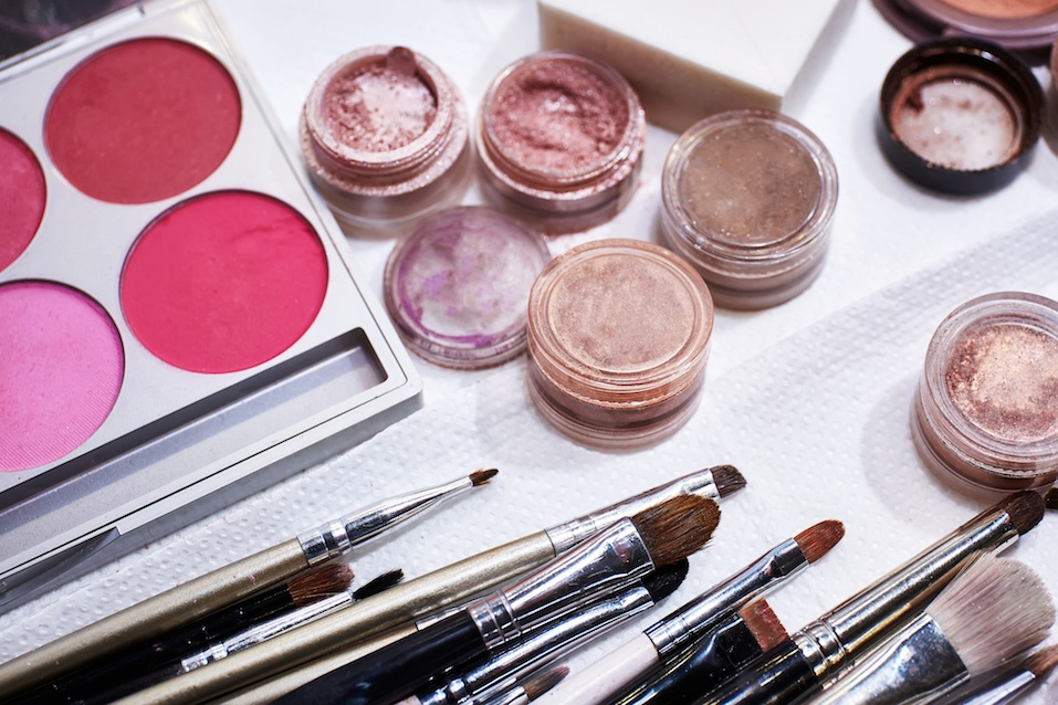 These Genius Hacks for Organizing Your Makeup Will Save ...