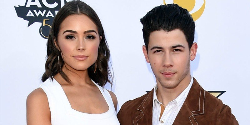 Nick Jonas and Olivia Culpo pose together on the red carpet.