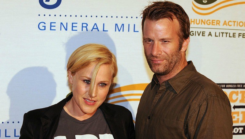 Patricia Arquette and Thomas Jane pose together on the red carpet.