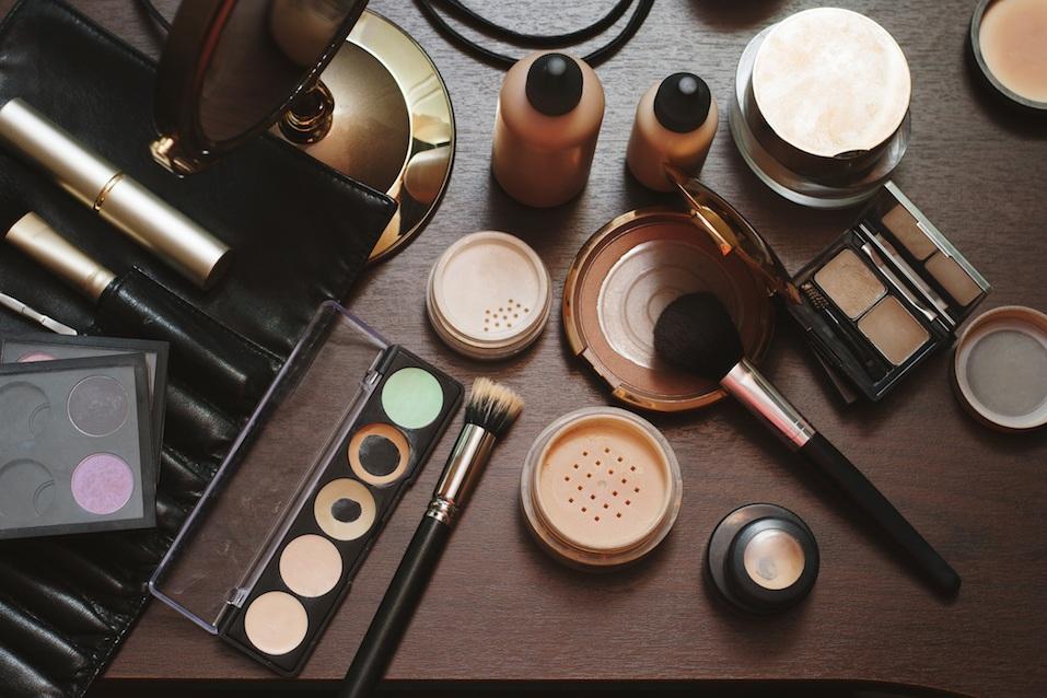 Set of decorative cosmetics