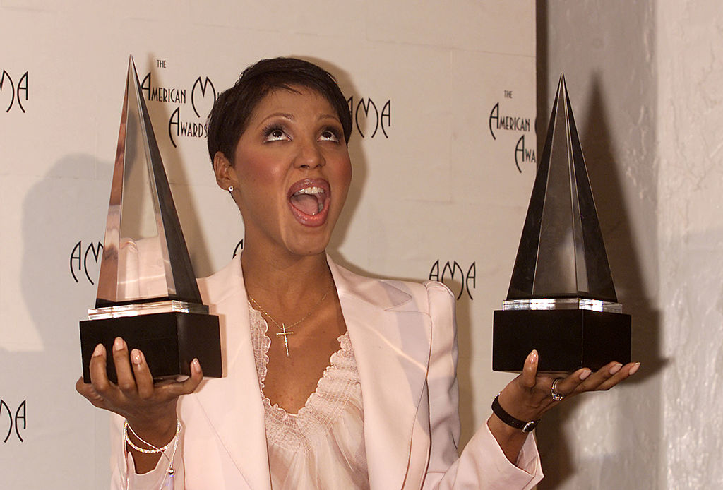 Toni Braxton poses backstage with awards at the 28th Annual American Music Awards in 2001