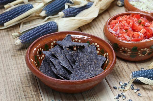 Blue tortilla chips are healthy and delicious.
