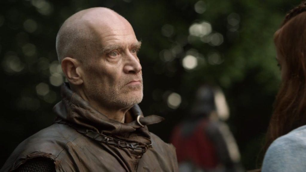 Wilko Johnson's Ilyn Payne talks to a woman on Game of Thrones