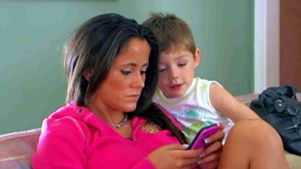 Jenelle looks at her phone as Jace looks over her shoulder