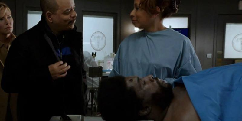 Questlove has a bullet wound in his head and is lying down in a morgue in Law & Order: SVU