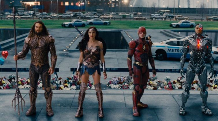 Aquaman, Wonder Woman, The Flash and Cyborg stand in a line and look ahead