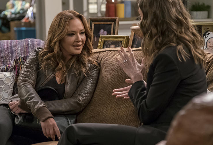 Leah Remini talks to another woman on Kevin Can Wait