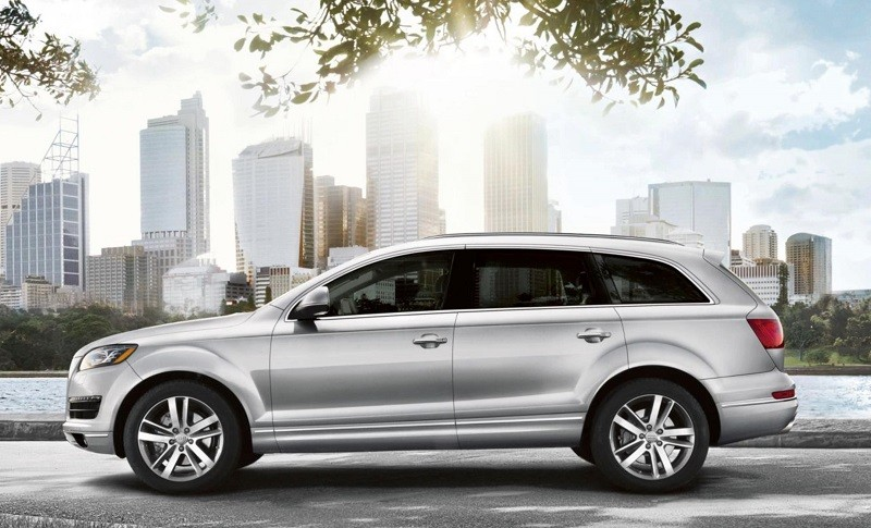 Side view of silver Audi Q7 from 2014 model year