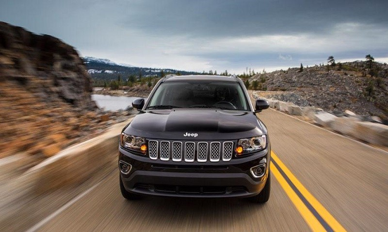 Road shot of a gray 2014 Jeep Compass from the front