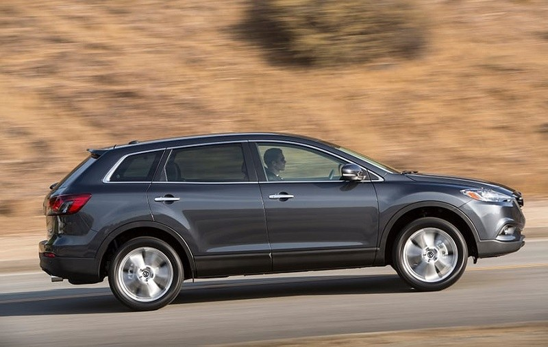 Profile view of 2014 Mazda CX-9 from passenger's side