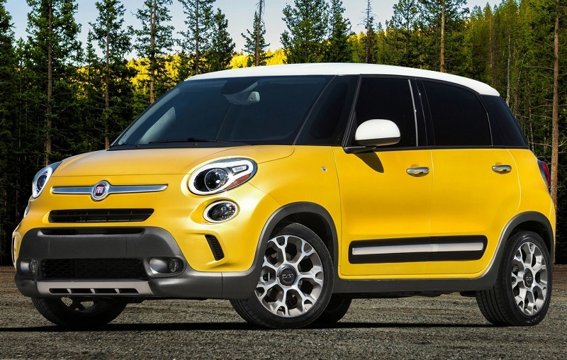 Yellow Fiat 500L from model years 2014-16