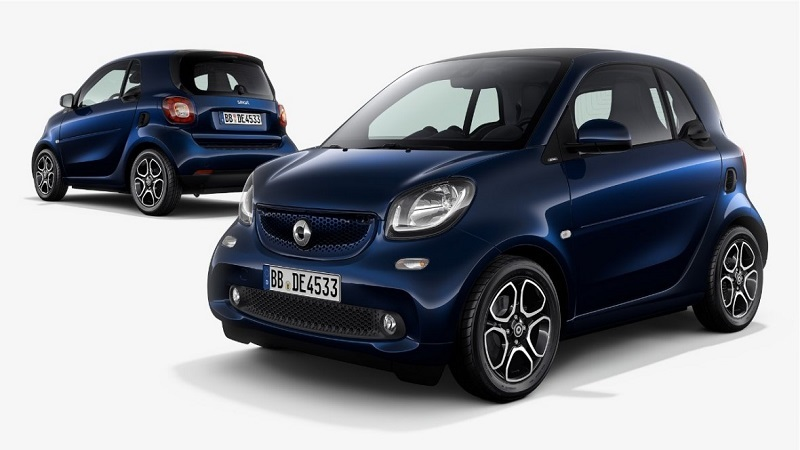 Two angles of 2017 Daimler smart fortwo in blue
