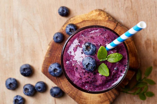A delicious vegan blueberry smoothie
