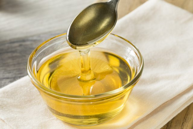 A clear bowl full of agave syrup.