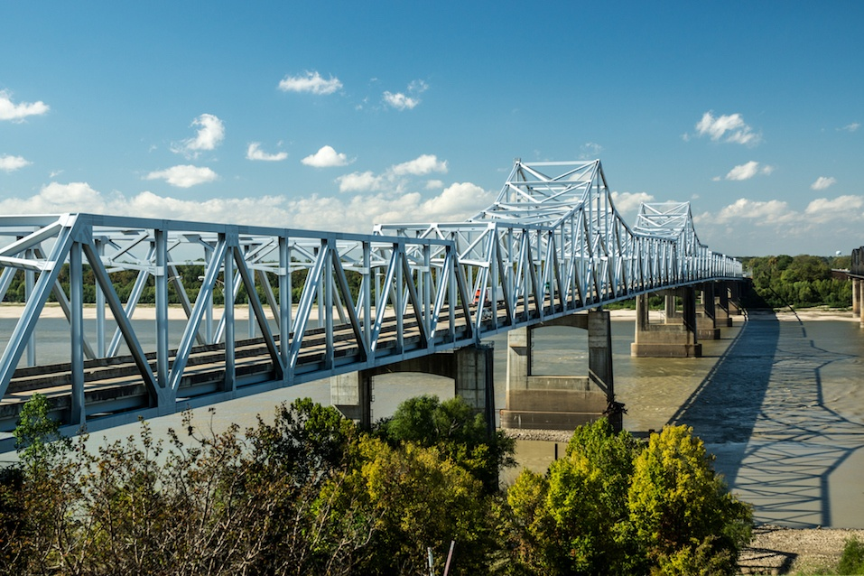Old and new bridges across the Mississippi River at Vicksburg
