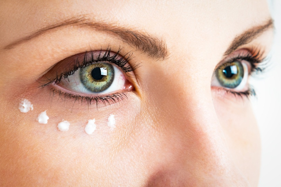 Caring for the skin around the eyes