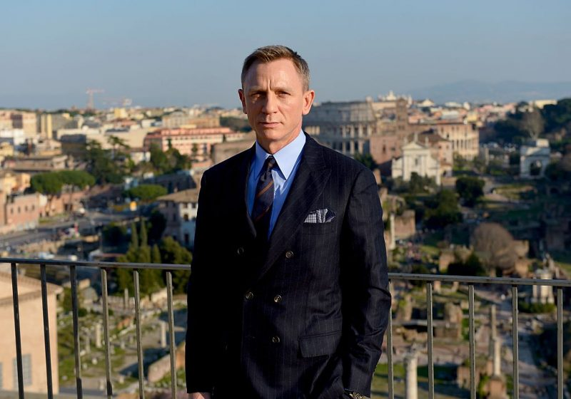 Daniel Craig promotes Spectre.