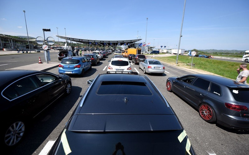 Cars queue in line at the Croatian border with Slovenia in Bregana, near Zagreb on April 14, 2017 as new checks aimed at stopping suspected Islamist fighters from Iraq and Syria, produced traffic chaos on the border, a key bottleneck on the so-called Balkan migrant trail shut down last year.
