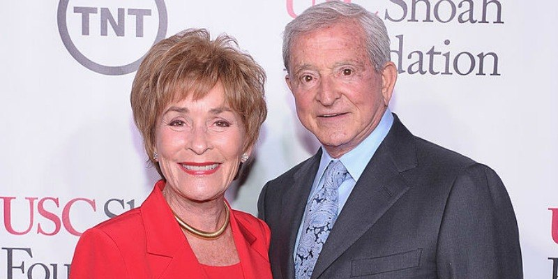 Judy and Jerry Sheindlin are posing together on the red carpet.