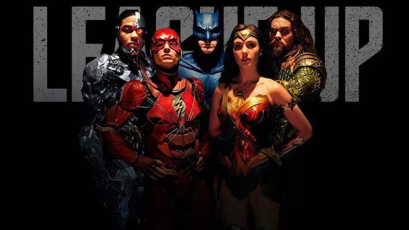 Cyborg, the Flash, Batman, Wonder Woman, and Aquaman pose.