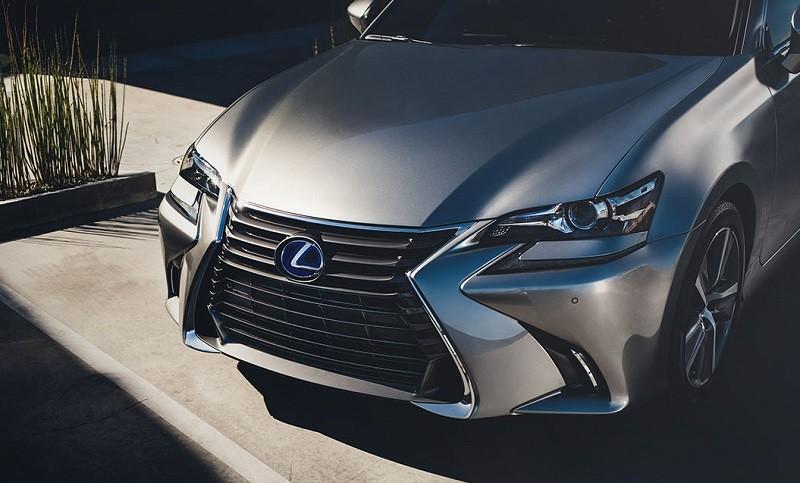 Close-up of hood of '17 Lexus GS 450 Hybrid