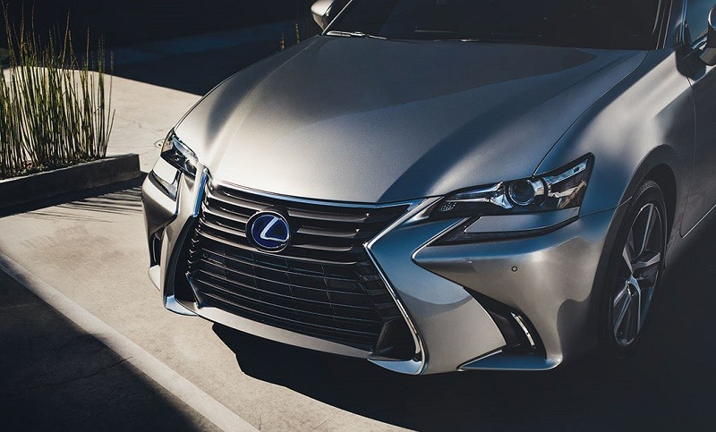 Close-up of hood of '17 Lexus GS 450 Hybrid