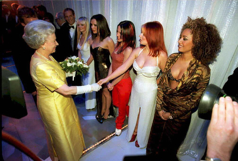 Queen Elisabeth II meets the Spice Girls.