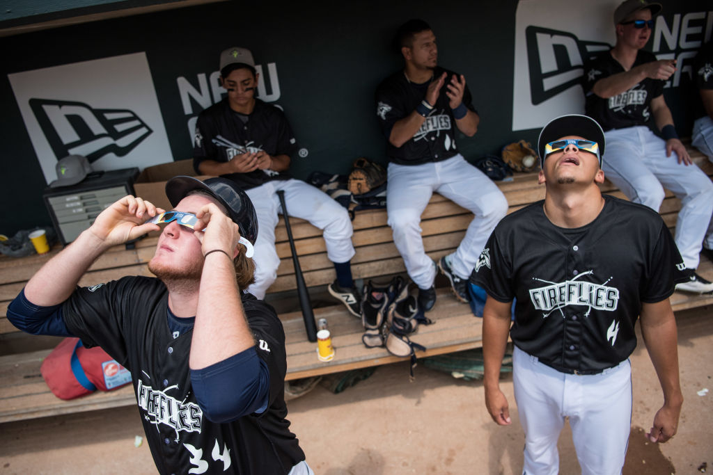 Baseball players watch eclipse