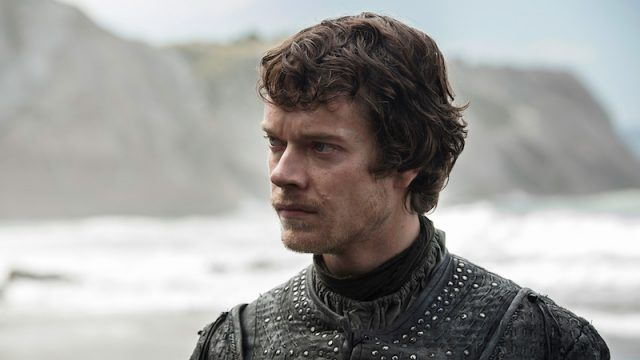 Theon Greyjoy stands in front of the sea.