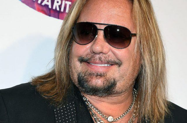 Vince Neil smiles at the paparazzi at a Criss Angel HELP Charity Event in 2016.