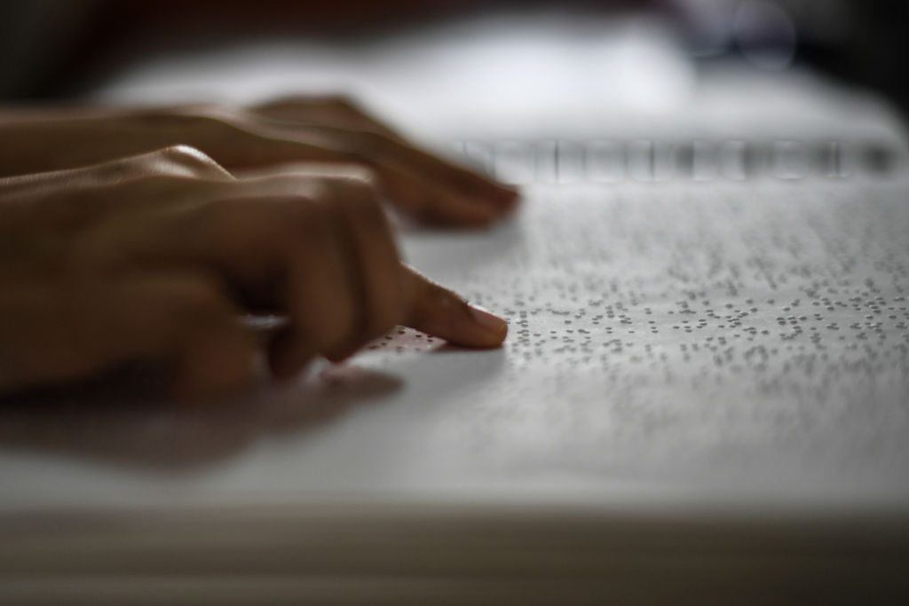 Reading a Braille text