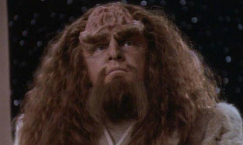 This is a closeup of Kahless in a robe.