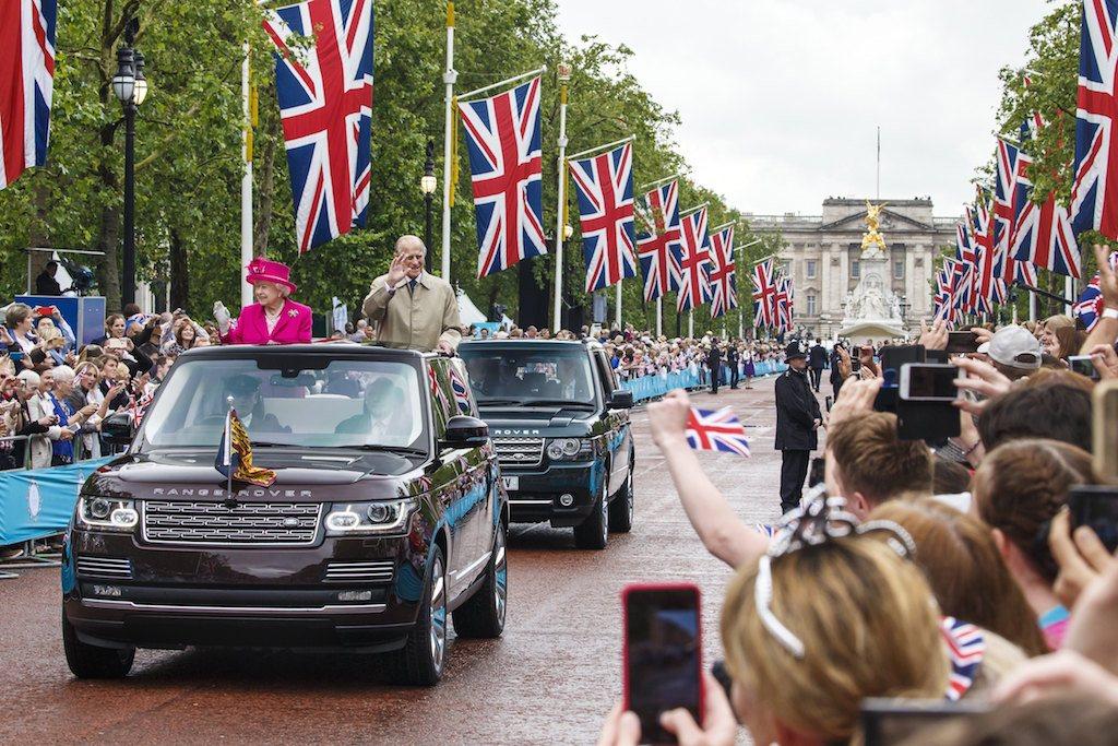 The royals in their 2015 Range Rover Landaulet