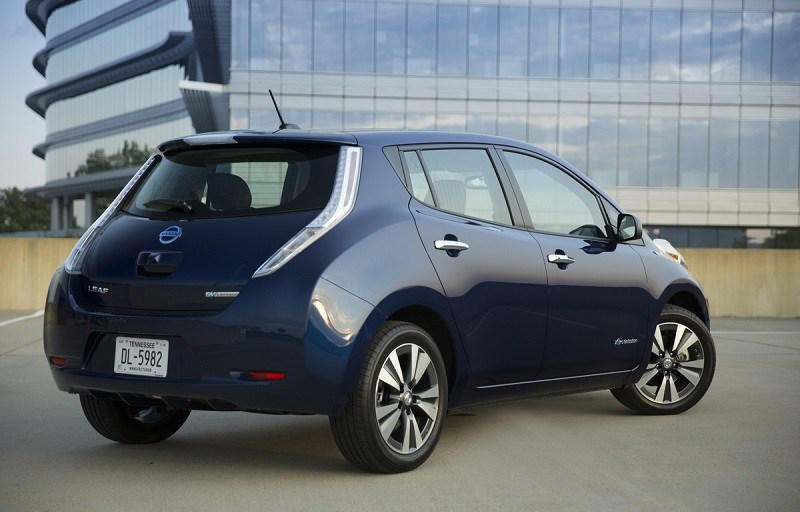 Rear view of blue Nissan Leaf from 2016
