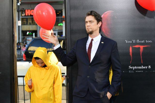 Andrés Muschietti holds a red balloon at his movie premiere.