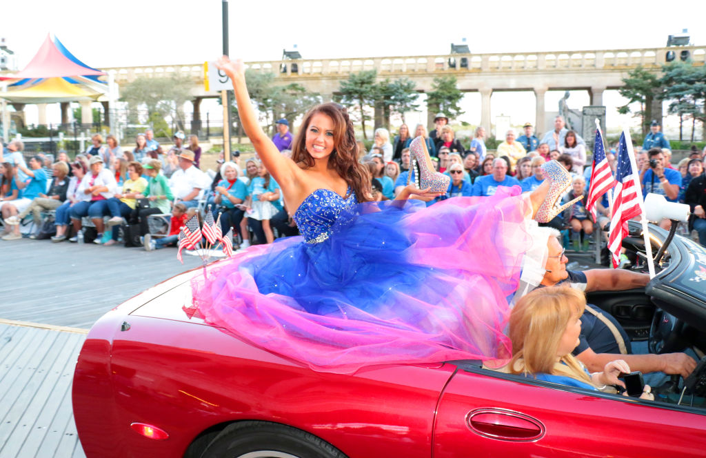 Miss North Dakota in Show Me Your Shoes Parade