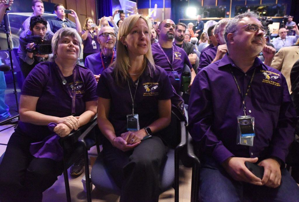 Cassini scientists watch for the final loss of signal.