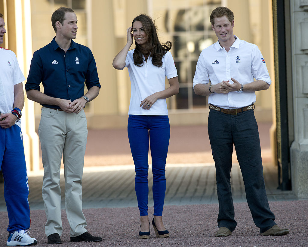 Prince William (2dL), Duke of Cambridge and Catherine (3dL), Duchess of Cambridge chat with to Prince Harry (R) during a torch relay at the Buckingham Palace in London, on July 26, 2012 on the eve of the London 2012 Olympic Games.