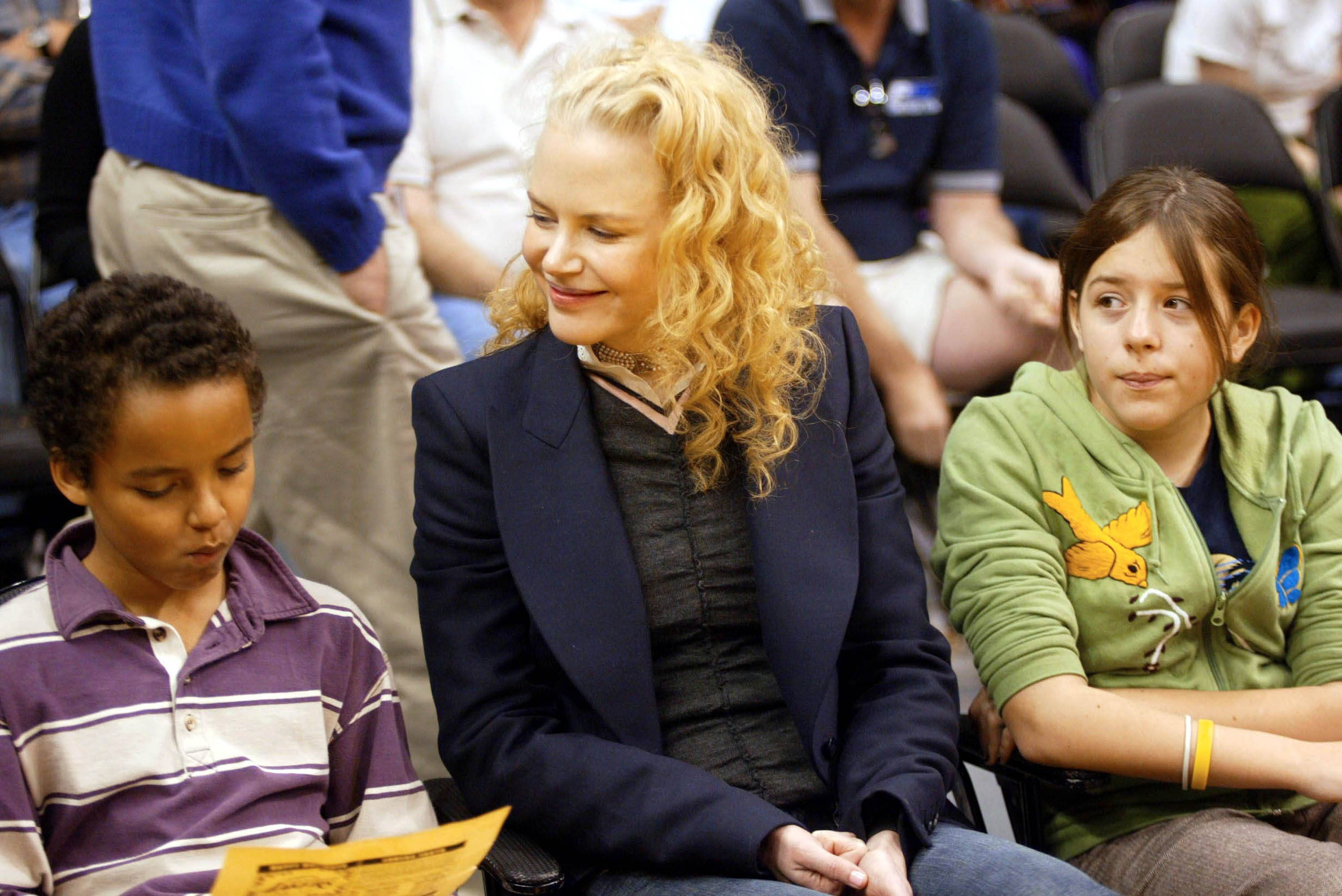 ctress Nicole Kidman and her children Connor (L) and Isabella (R) attend a game between the Los Angeles Lakers and the Miami Heat at the Staples Center December 25, 2004